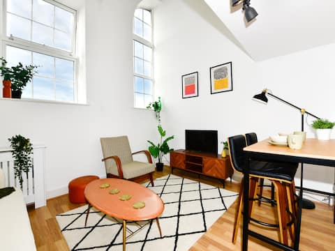 The Bay Boutique-1 bed loft apartment with parking