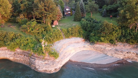 Secluded Cottage with Hidden Cove on Lake Erie