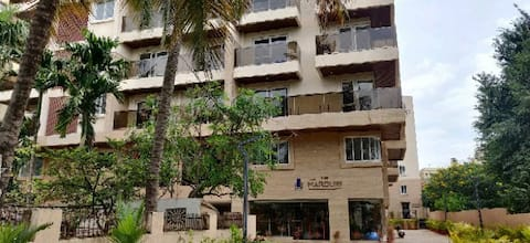 Entire 1BHK with wifi/AC/equipped Kitchen