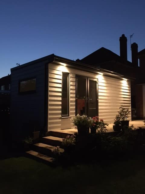 Modern, self contained Garden Room in Nottingham