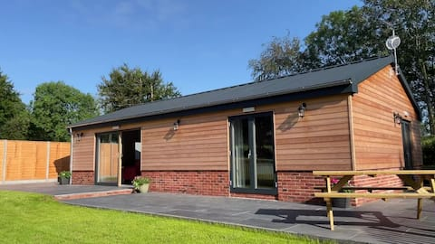 Modern 2 bedroom lodge in the Blackdown Hills AONB