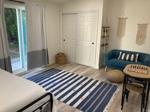 Studio, Steps from restaurants, shops, and beach