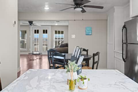 Adorable 2 bed guest suite with private entrance.