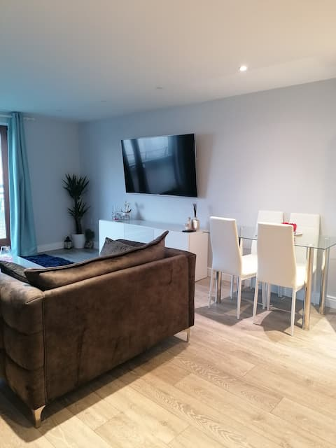 Luxury Riverside Flat - minutes from Bluewater!