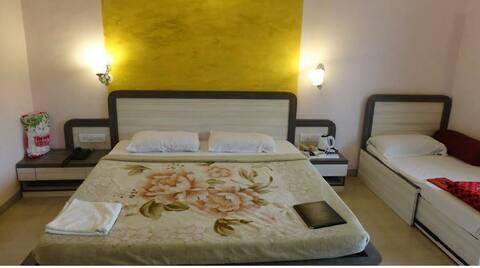 Welcome to jk hotel Mahabaleshwar bedroom,spa