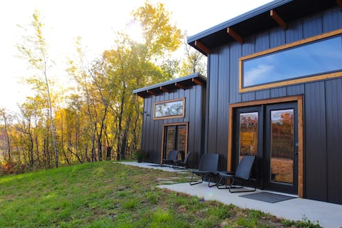 Cozy Modern Cabin - Lilly Pad