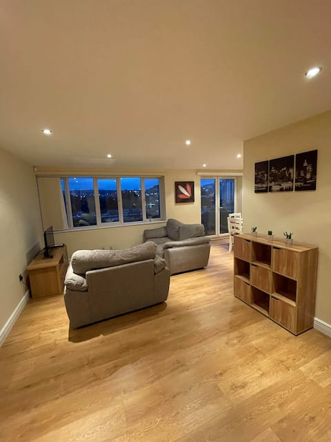 Quayside flat with spectacular view and balcony