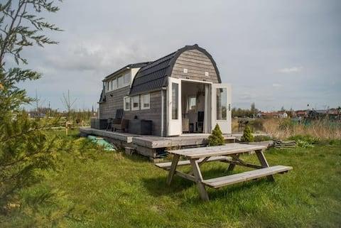 Gezellig off grid tiny house in Katwijk