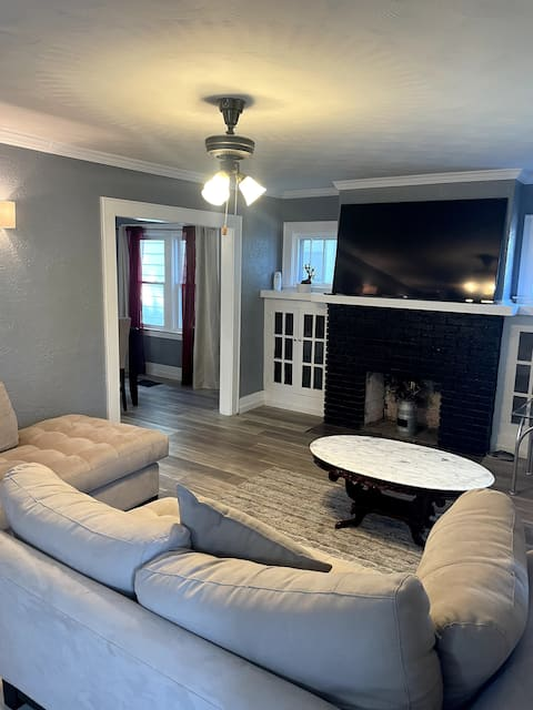 Stay at BlueRoofBNB! Great location (SU, Downtown)