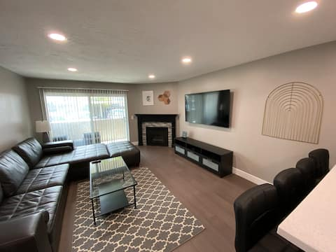 Newly Renovated 2BR 1BA by Shops at Fort Union