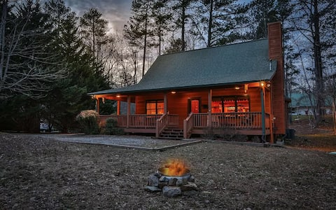 """""""The Knotty Pine"""" - Your perfect cabin getaway!"""