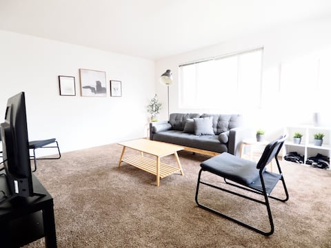 Modern + Bright 2 Bedroom near Liberty Park