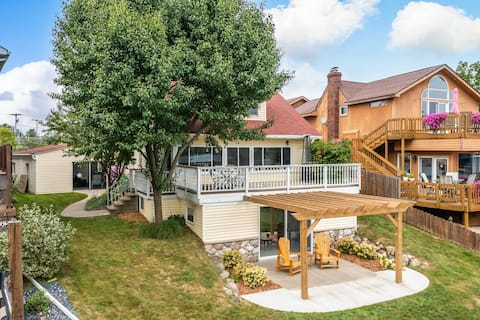 Amazing lake front home on all sports Lk Fenton