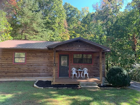 Private 2 bedroom cabin sitting on 3 wooded acres