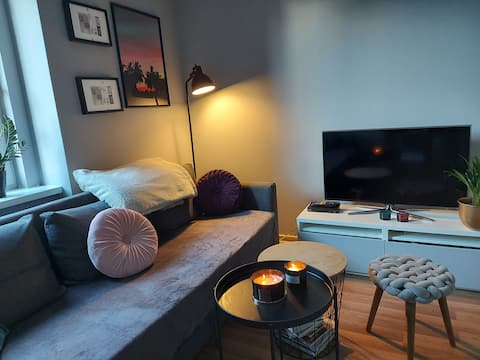 Lovely, clean apartment with free parking