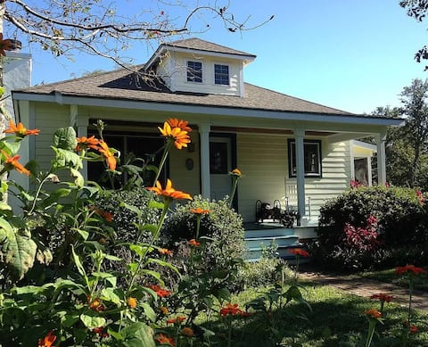 Cozy Dog-Friendly Cottage in Heart of Beaufort