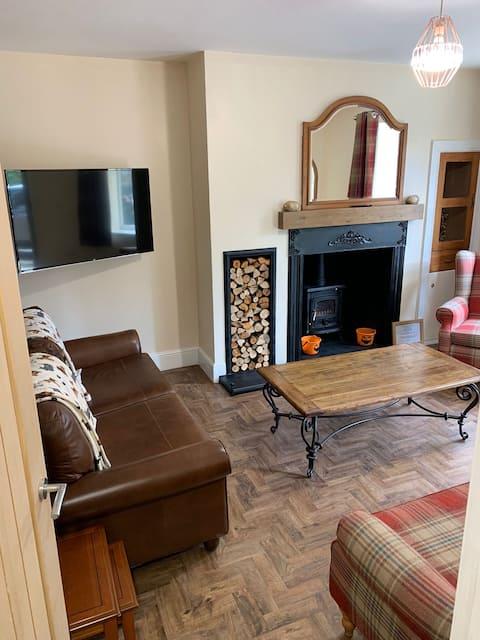 Stone Row Cottage - 2 bedroom with logburner