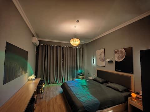 [左邻·右舍]暗色调轻奢大床房·顺盈时代广场旁