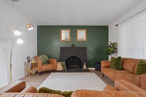 Relax, Unwind, Enjoy! 3 Bedroom 2 bath retreat.