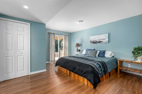 Cheerful 1-master bedroom with free parking