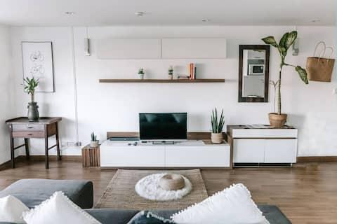 Stylish Open Apartment right on Nimman Road