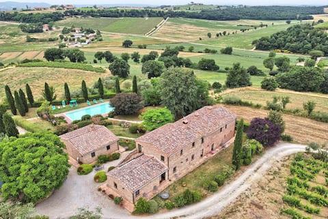 Rural Tuscany   Farm with pool and vine yard