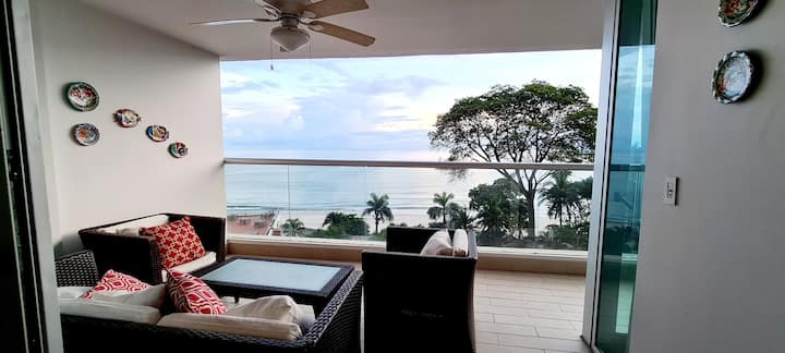 Gorgeous 3 bedroom, beachfront apt. Panama Riviera