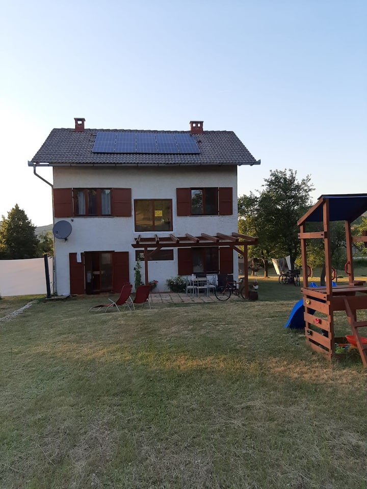 Amazing Una villa - close to Plitvice and seaside!