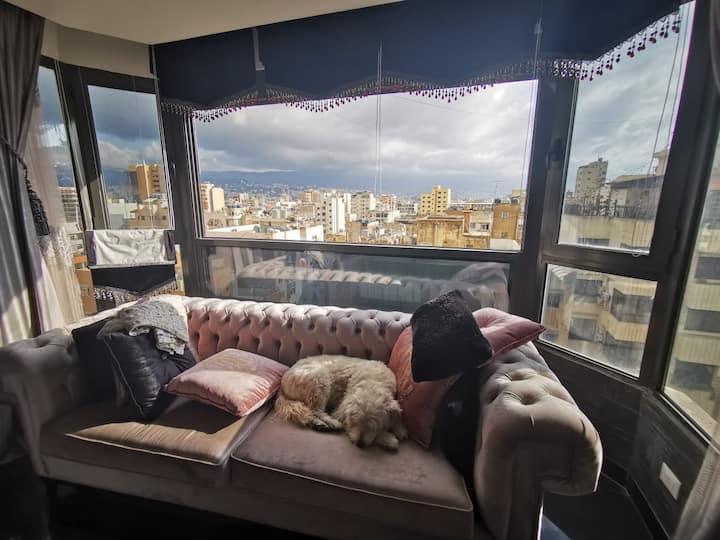 Room in a spacious ultra-modern apt for dog lovers