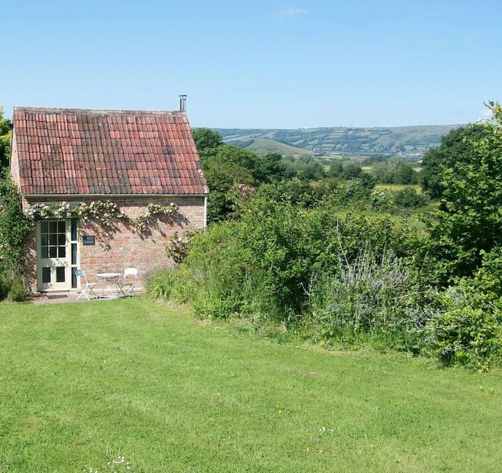 Ian's Cottage, Wedmore - country cottage for two