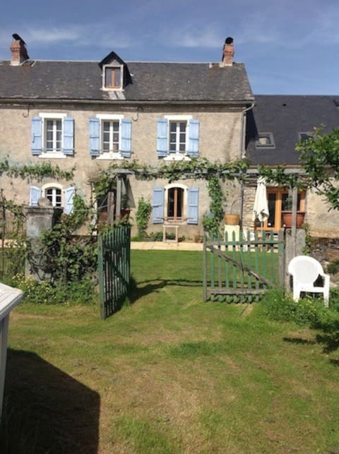 Pyreneasy (3 Gites, 8 bedrooms for a large group)