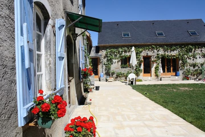 Pyreneasy (3 Gites, 9 bedroom for a large group)