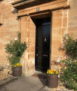 Wide entrance door with 2in step. Wheelchair easy access. Apartment all on ground floor, no internal steps.