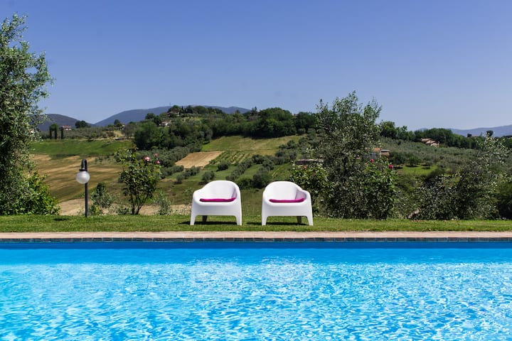 Villa con piscina, wifi e bbq e fornoalegna pizza