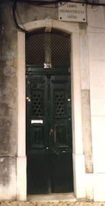 Porta de entrada da rua