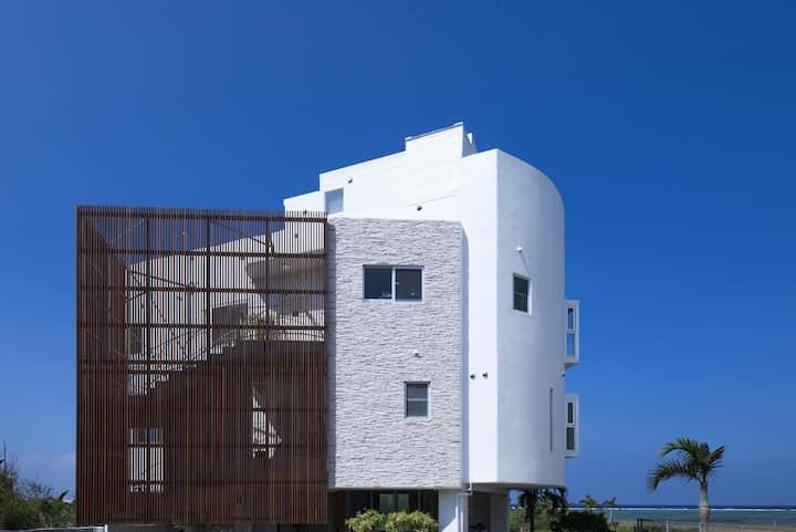 青洞窟の隣砂浜8部屋6バス沖縄最大民泊600平米