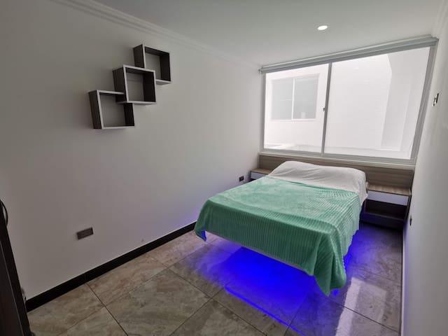 Habitación 2do piso estilo flotante, luz opcional.