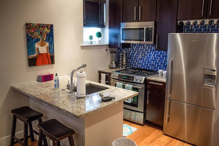Boutique Dupont Apartment with in unit W/D