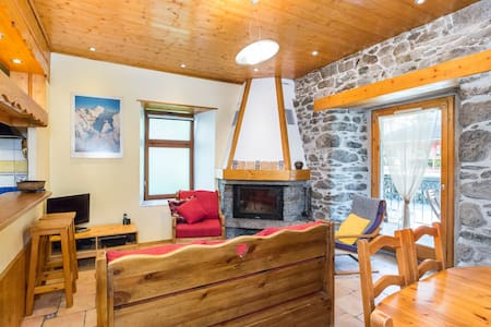 Chamonix Centre - 2BR Fireplace - Wifi - Calm