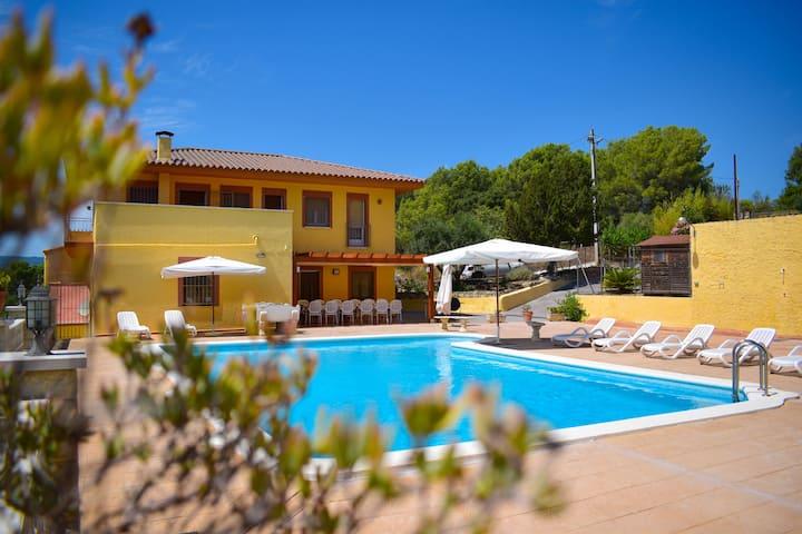 Casa con piscina privada y barbacoa  HUTB 013329