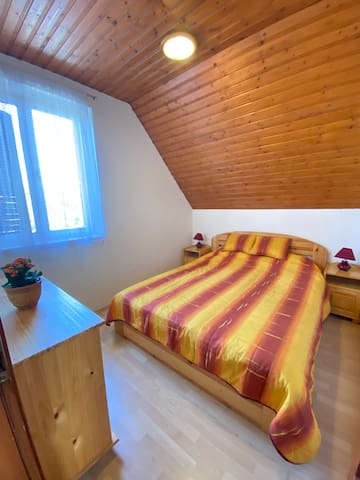 Room with double bed, apartment II.
