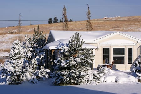 relax in the wintry NUESSLI MOUNTAIN GUESTHOUSE