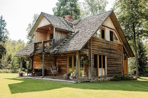 Уютный дом для отдыха в лесу