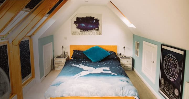 St Anne's - Stargazer Room