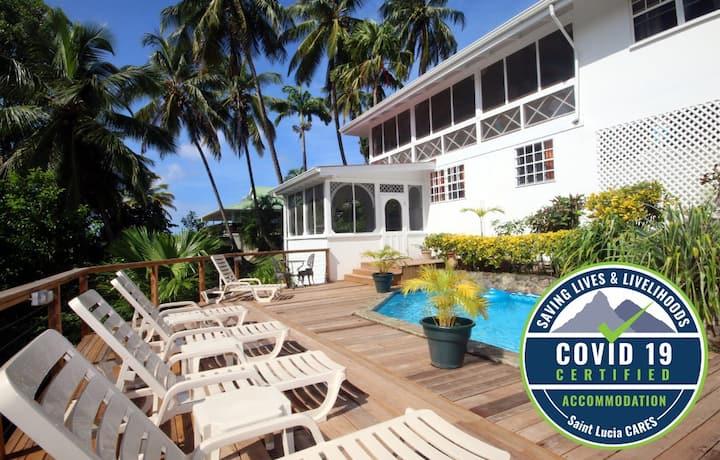 Villa St Lucia - Walk to Beach