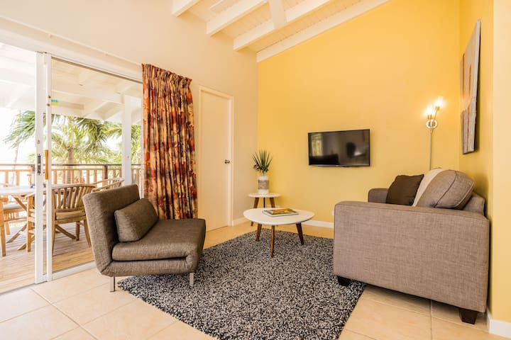 Two Bedroom Suite @ Paradera Park's Tropical Oasis