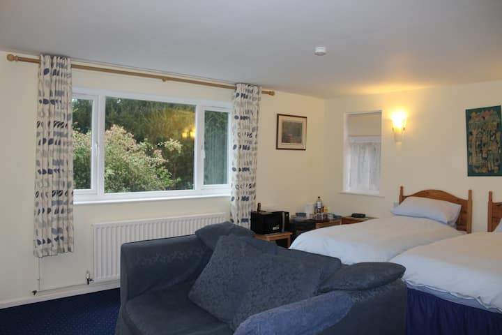 Courtlands B&B in rural Sussex Twin Room