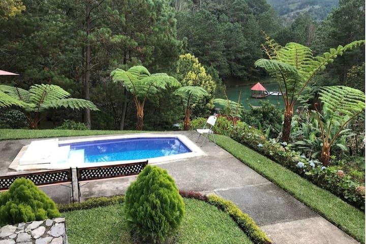 Casa en reserva natural privada con laguna