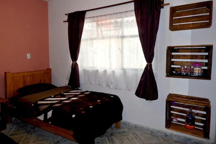 Private cozy room, bathroom and breakfast