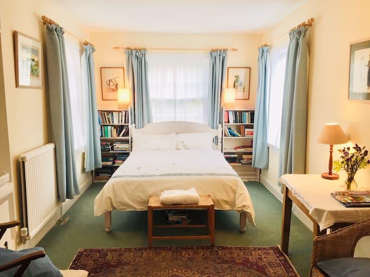 Rosie's B&B - charming double bedroom - Saxmundham
